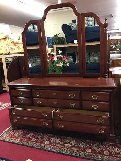 Cherry Dresser With Trifold Mirror ⋆ Bohemian S