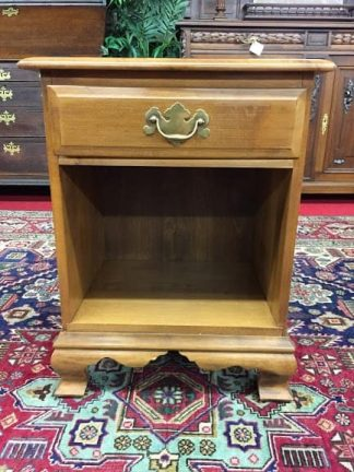 maple end table with drawer