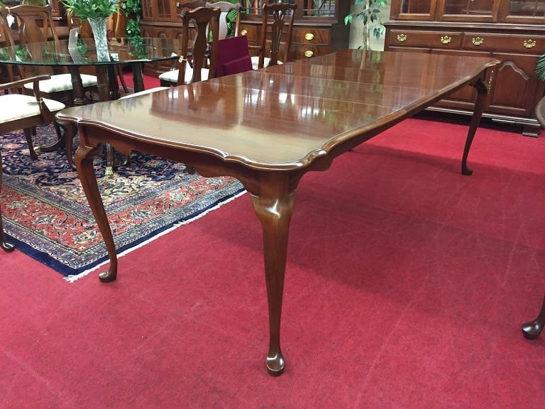 Cherry Scalloped Dining Table ⋆ Bohemian S