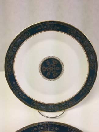 "Royal Doulton ""Carlyle"" Dinner Plate Set"