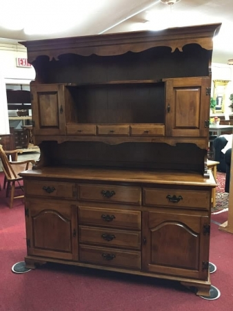 moosehead maple hutch