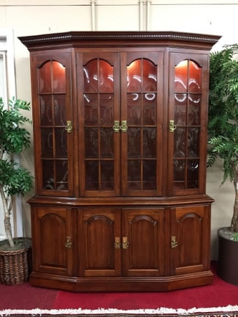 Pennsylvania House Lighted Cherry Cabinet