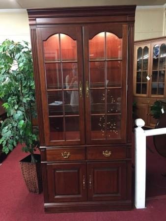 Pennsylvania House Lighted Cabinet