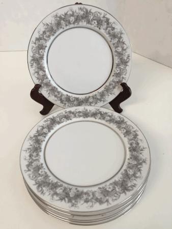 Florentine Sango Salad or Luncheon Plates